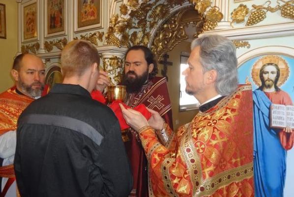 Для осужденных провели праздничную литургию